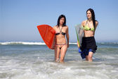Two female surfers — Stock Photo