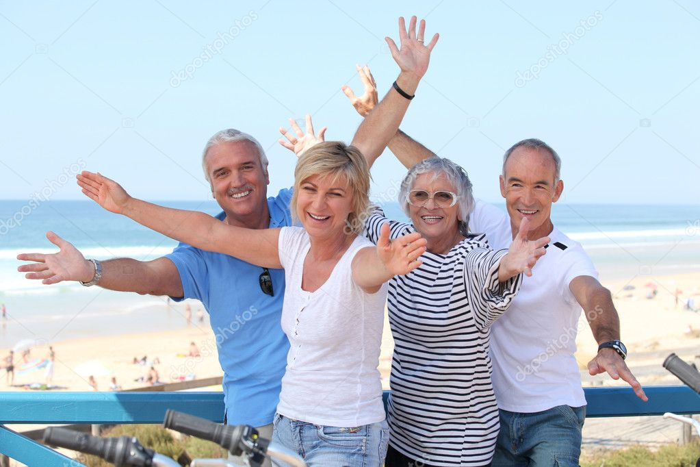Senior citizens on holiday — Stock Photo #8955070