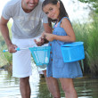 Father and daughter fishing — Stock Photo