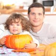 Father and his little boy making a pumpkin pie — Stock Photo