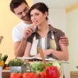 Young couple in kitchen — Stockfoto