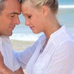 Couple enjoying the beach — Stock Photo