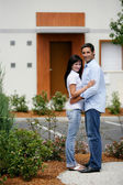Young couple in front of apartments — Stock Photo