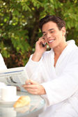 Man enjoying a relaxing weekend at the spa — Foto Stock