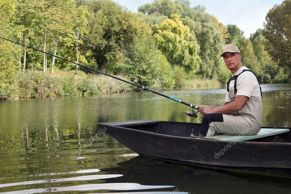 как рыбачить на пруду с лодки