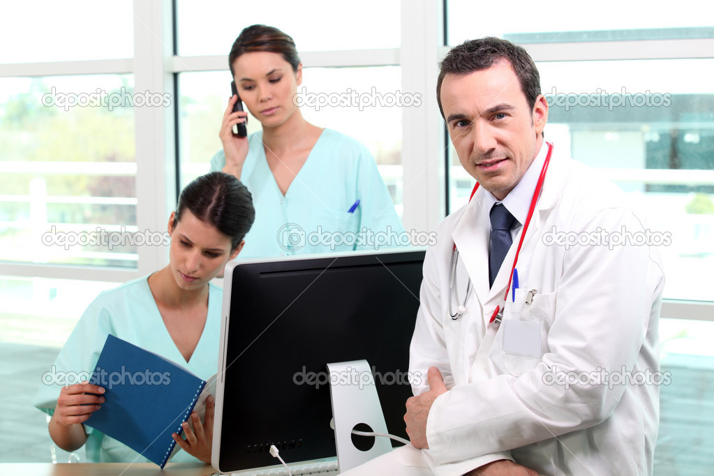A team of medical professionals at work — Stock Photo #8967430