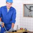 Plumber cutting plastic pipe — Stock Photo
