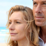 Headshot of couple by sea — Stock Photo #9044846