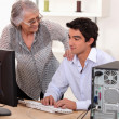 Man helping elderly woman with computer problems — Stock Photo