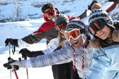 Friends on the ski slopes — Stock Photo