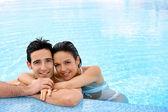 Couple in swimming pool — Stock Photo