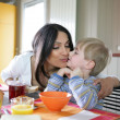 Mother and son in the kitchen — Stockfoto