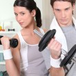 Couple using hand weights — Stock Photo