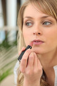 Young woman making up — Stock Photo