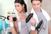 Couple using hand weights — Stock Photo