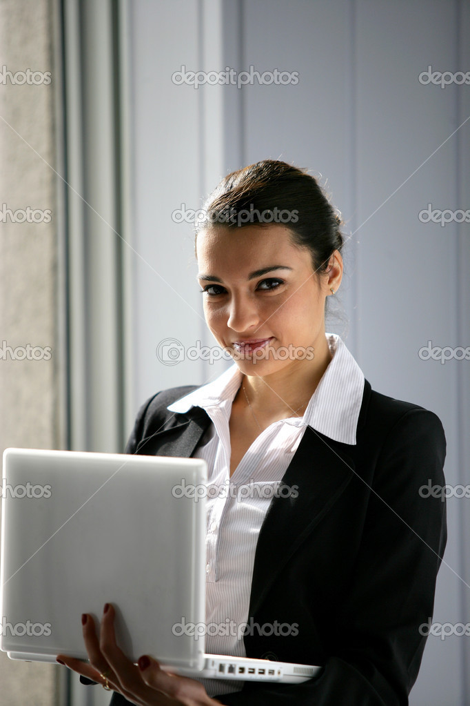 Businesswoman holding a laptop — Stock Photo #9155322