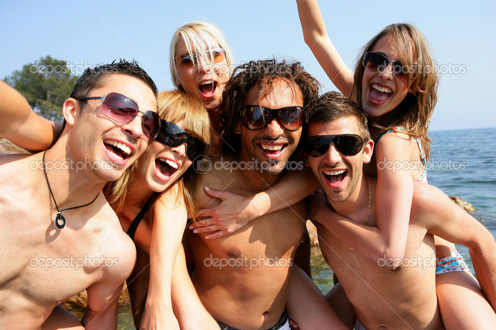 Group of young adults partying at the beach — Stock Photo #9159575