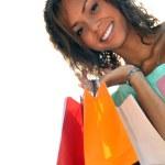 una giovane donna nera con borse della spesa — Foto Stock