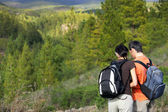 A couple hiking in the mountains — Stock Photo