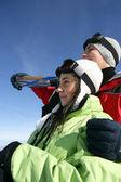 Teenage ski couple — Stock Photo