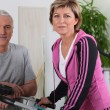 Married couple working out in a gym — Stok fotoğraf