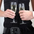 Hands holding wine glasses — Stockfoto