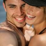 par kramas på stranden — Stockfoto