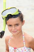 Malá holka na sobě šnorchl — Stock fotografie