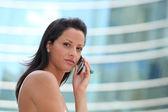 Vrouw aan de telefoon — Stockfoto