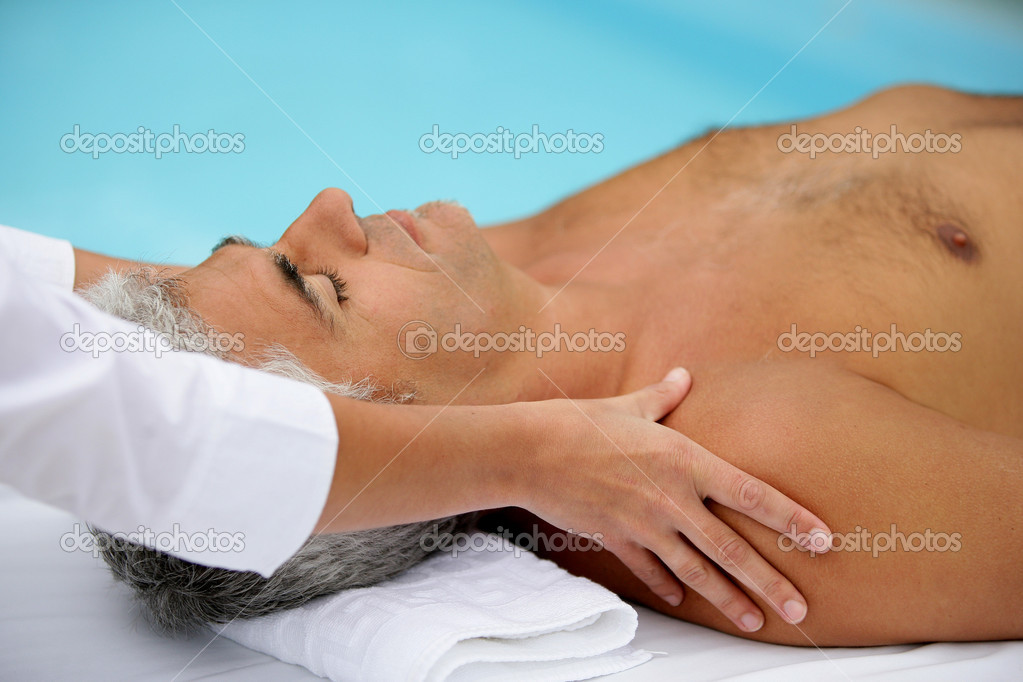 A man receiving a massage — Stock Photo #9170859