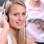 Teenager listening to music — Stock Photo