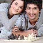 Пара играть в шахматы — Стоковое фото