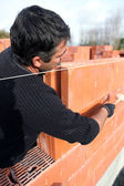 Housebuilder laying bricks — Stock Photo