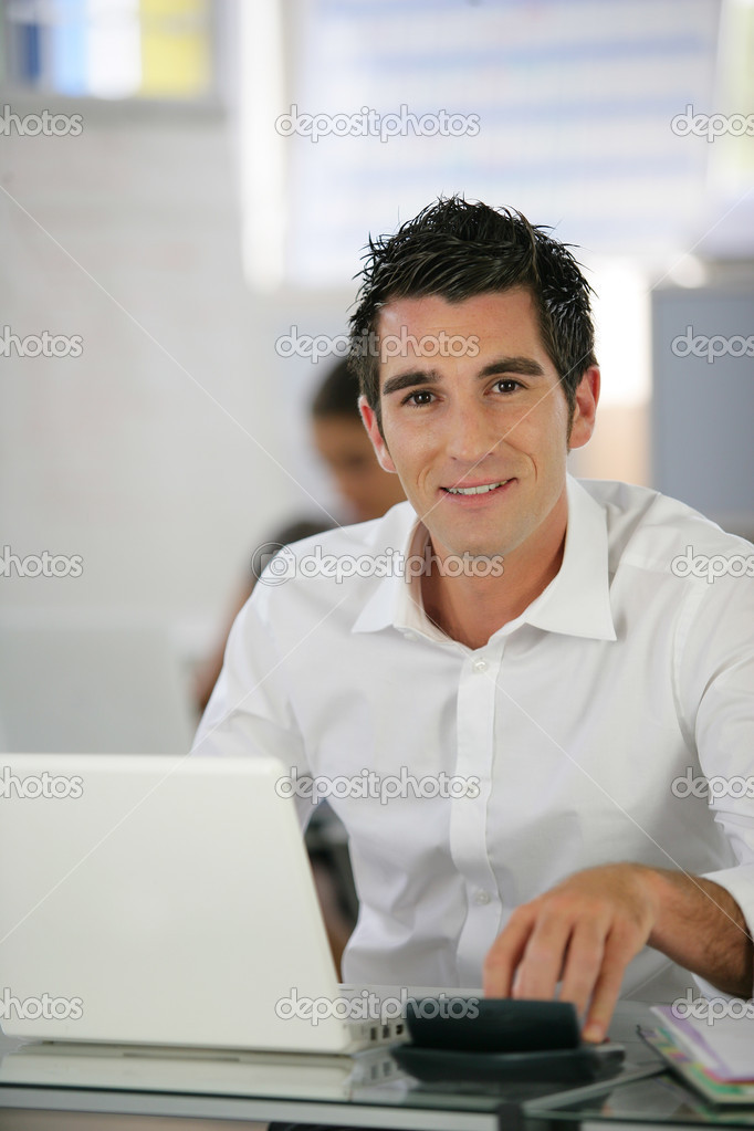 Man in a crisp white shirt using a laptop — Stock Photo #9205322