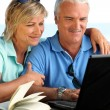 Couple sending e-mail — Stock Photo