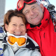 Smiling man and woman in ski resort — Stock Photo