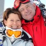 Smiling man and woman in ski resort — Stock Photo