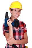 Tradeswoman segurando uma ferramenta de poder de bateria — Foto Stock