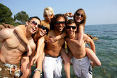 Group of young friends having fun at the seaside — Foto de Stock