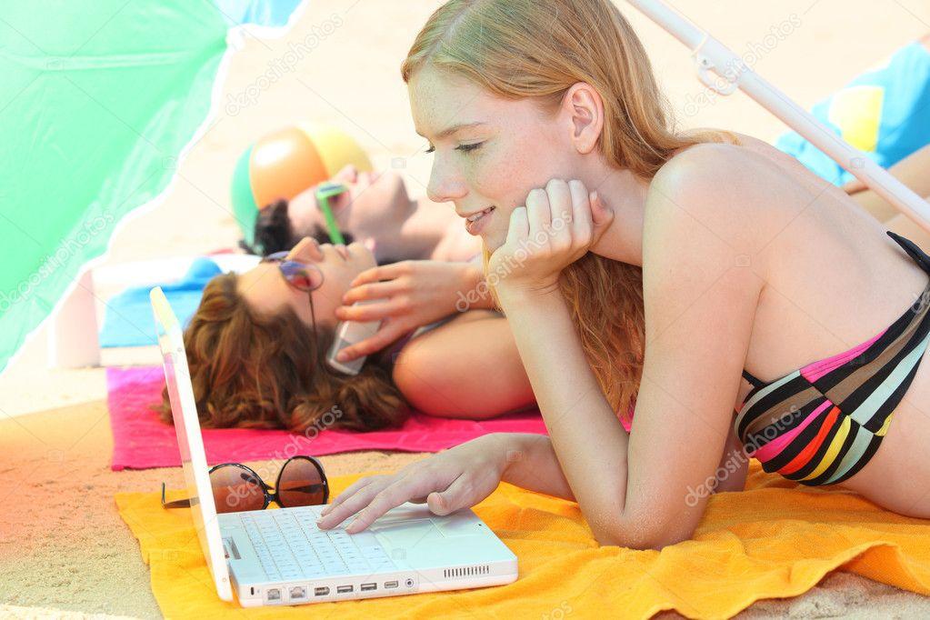 Мой компьютер фото на пляже девушек