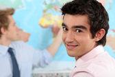 Uluslararası i̇lişkiler sınıfta genç profesyonel — Stok fotoğraf