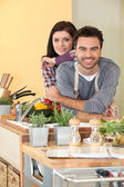 Couple preparing fresh vegetables — Stock Photo