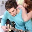 Woman looking guy with guitar — Stock Photo