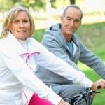 Senior en bicicletas — Foto de Stock