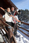 Couple outside a ski lodge — Stock fotografie