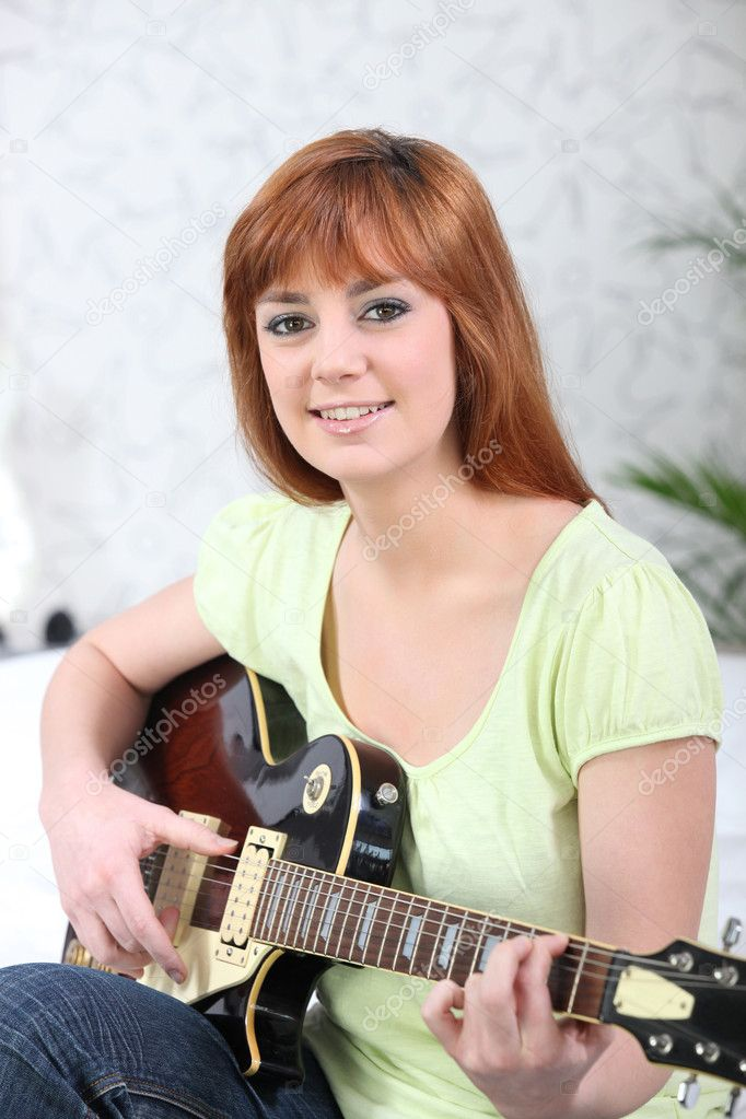 Young redhead with guitar — Stock Photo #9288096