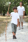 Father and son hiking — Fotografia Stock