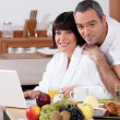 Couple eating breakfast in the kitchen — Stock Photo #9307566