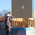 Foreman directing crane — Stock Photo