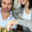 Couple playing chess — Stockfoto